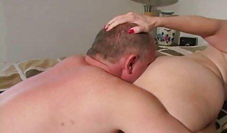 Ado sexy sur la plage taquine avec son french famille sex cul en bikini une pièce