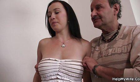 La jolie brune Jess West baise un jouet dans free porno famille des talons collants en nylon