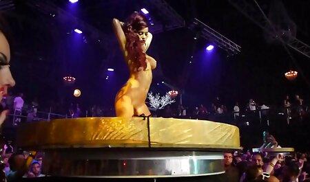 Bombasse porno famille russe bien roulée Taylor Marie avec une énorme poitrine applaudissant