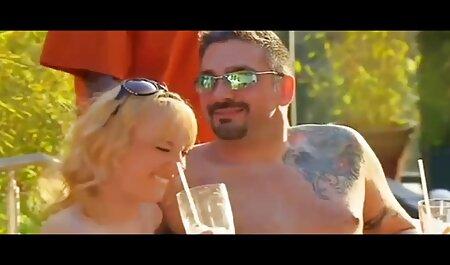 La milf tatouée Kleio Valentien a une séance de la famille bertier porno baise torride
