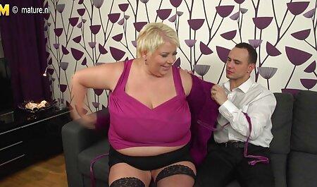Milkykandy montre ses gros seins et son gros cul xxx sex famille
