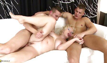 Lusty gal Kendra Spade effectue un incroyable massage de film porno de famille la bite