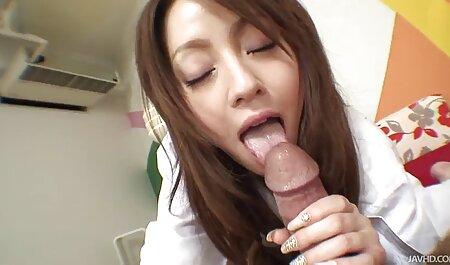 Superbe brune et sexy se masturbe en direct sur massage famille porno webcam