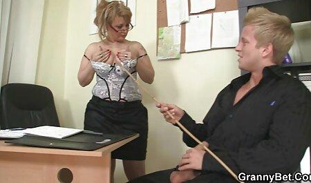 Jolie blonde aux gros seins film famille porno adore jouer sa chatte