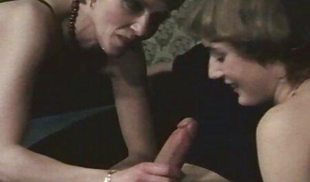 Jessica Wood prend famille french porn soin de cette bûche noire