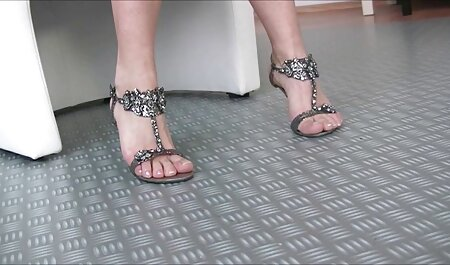 Up-jupe sexy d'une fille porno reunion de famille de bureau sri-lankaise