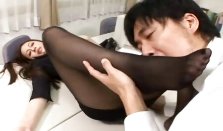 Brune aux gros seins - Fellation reunion de famille porno